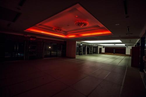 温泉棟ハウス撮影スタジオ night (2)